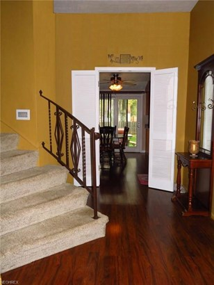 4121 Laurell Ln, North Olmsted, OH - USA (photo 5)