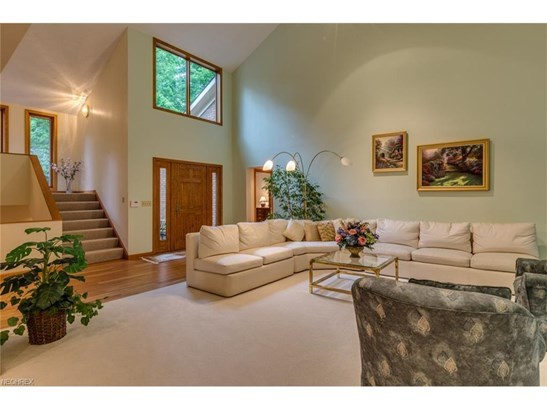 2 Windy Hill Dr, Willoughby Hills, OH - USA (photo 2)