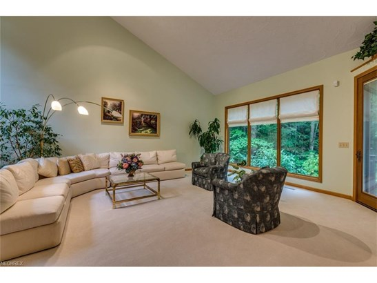 2 Windy Hill Dr, Willoughby Hills, OH - USA (photo 3)