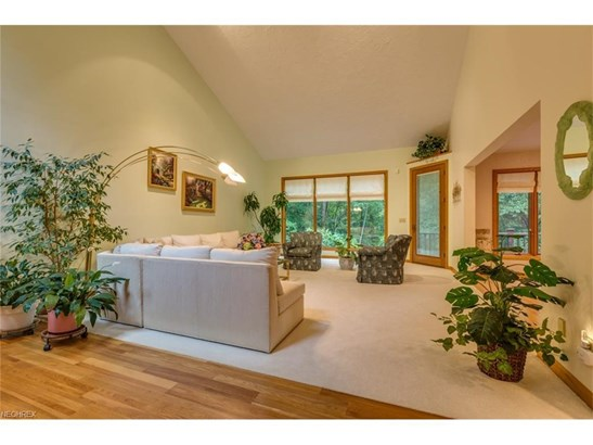 2 Windy Hill Dr, Willoughby Hills, OH - USA (photo 5)