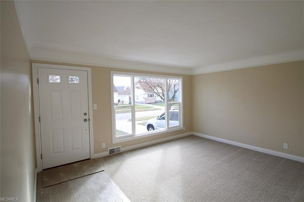 16518 Shelby Dr, Brook Park, OH - USA (photo 3)