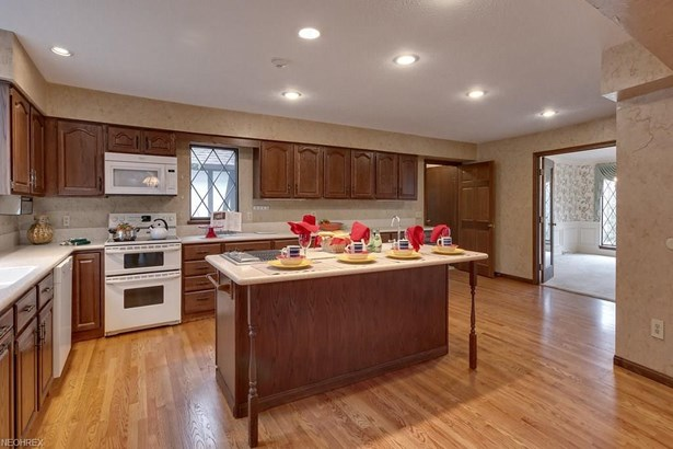 8279 Whitney Ln, Concord, OH - USA (photo 3)