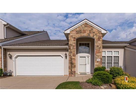 403 Creekside Dr, Mayfield Heights, OH - USA (photo 1)