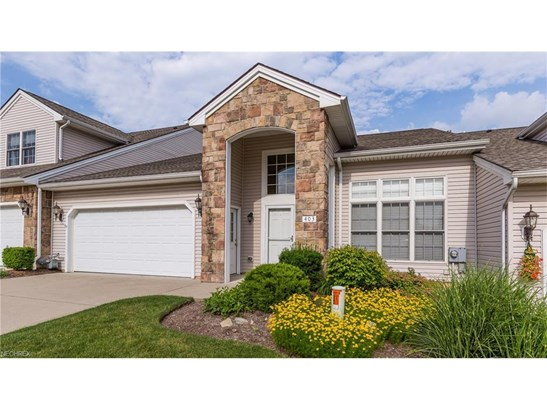 403 Creekside Dr, Mayfield Heights, OH - USA (photo 2)