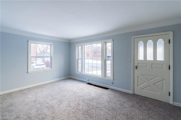 7404 Meadowbrook Ave, Brooklyn, OH - USA (photo 3)