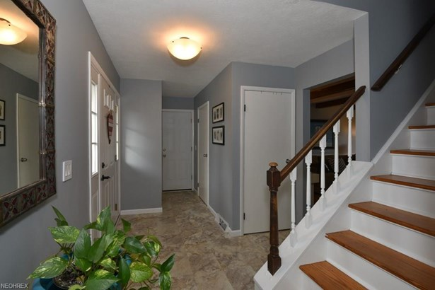 26748 Sweetbriar Dr, North Olmsted, OH - USA (photo 4)