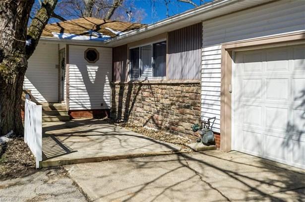 26150 Pettibone Rd, Oakwood Village, OH - USA (photo 2)