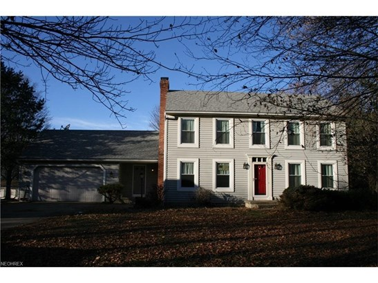 Colonial on a large lot. 4 bedrooms, 2 1/2 baths. Looking for new owner to give it some love. (photo 1)