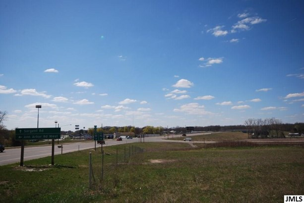 6300 Ann Arbor Rd, Jackson, MI - USA (photo 2)