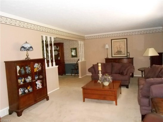 27905 Blossom Blvd, North Olmsted, OH - USA (photo 2)