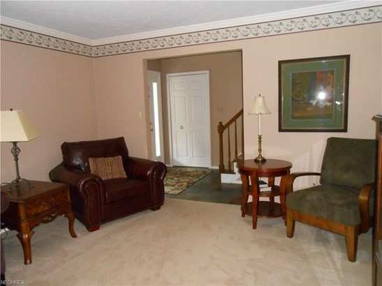 27905 Blossom Blvd, North Olmsted, OH - USA (photo 3)