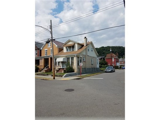 900 Russellwood Ave, Mckees Rocks, PA - USA (photo 2)