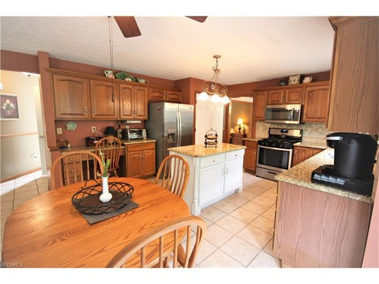 5476 Jacqueline Ln, North Olmsted, OH - USA (photo 2)