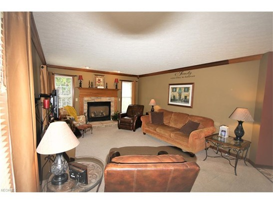 5476 Jacqueline Ln, North Olmsted, OH - USA (photo 3)