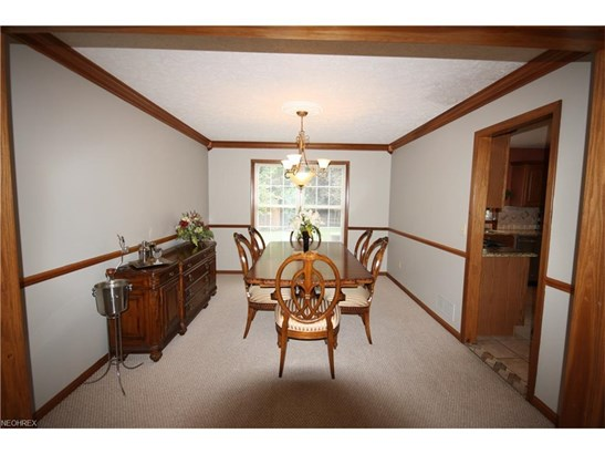 5476 Jacqueline Ln, North Olmsted, OH - USA (photo 5)
