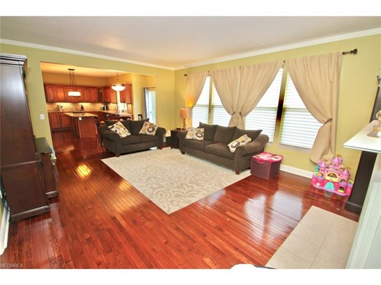390 Norwich Dr, Broadview Heights, OH - USA (photo 4)