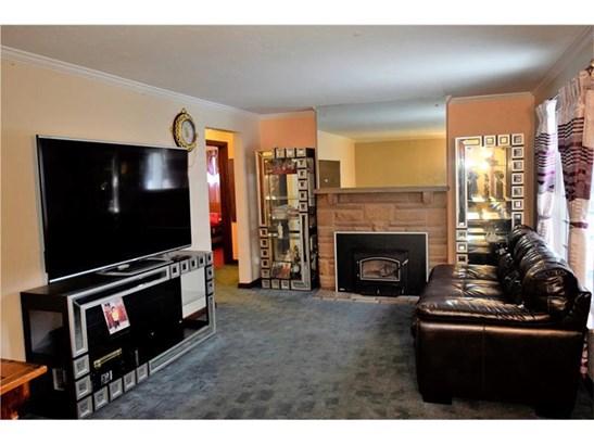 1005 Milton Rd, Castle Shannon, PA - USA (photo 2)