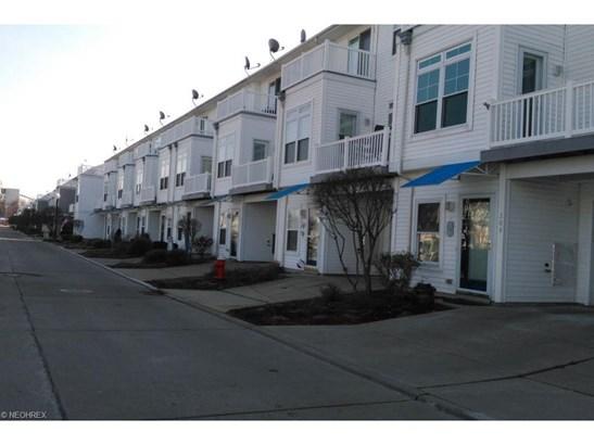 228 E Marina Pky, Lorain, OH - USA (photo 2)