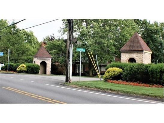 1770 Foxcroft Lane 204, Allison Park, PA - USA (photo 1)