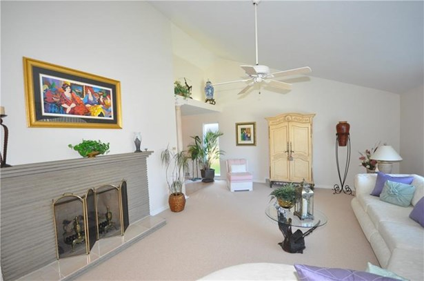 4383 Colonial Park Dr, Brentwood, PA - USA (photo 2)