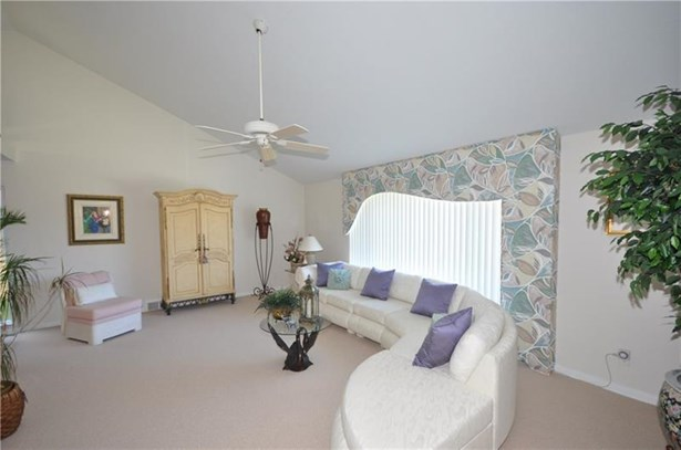 4383 Colonial Park Dr, Brentwood, PA - USA (photo 3)