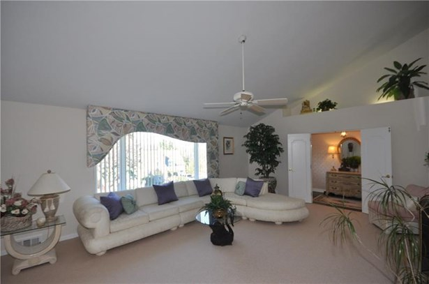 4383 Colonial Park Dr, Brentwood, PA - USA (photo 4)