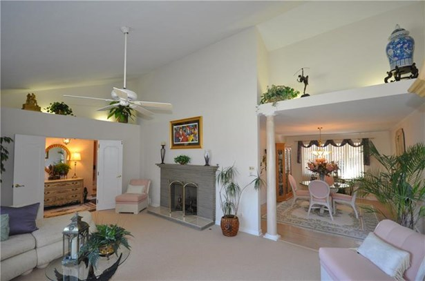4383 Colonial Park Dr, Brentwood, PA - USA (photo 5)