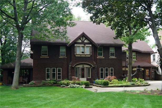2275 Chestnut Hills Dr, Cleveland, OH - USA (photo 1)