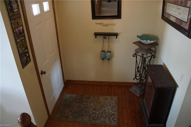 1213 Andrews Nw St, Hartville, OH - USA (photo 5)