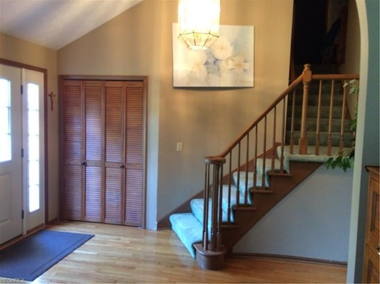 8339 Old Post Rd, Olmsted Falls, OH - USA (photo 5)