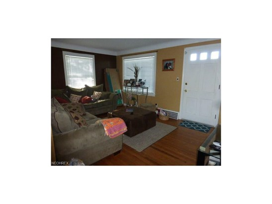 13104 Thraves Ave, Garfield Heights, OH - USA (photo 2)