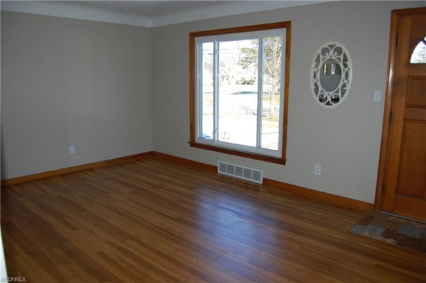 6300 Dunham Rd, Maple Heights, OH - USA (photo 2)