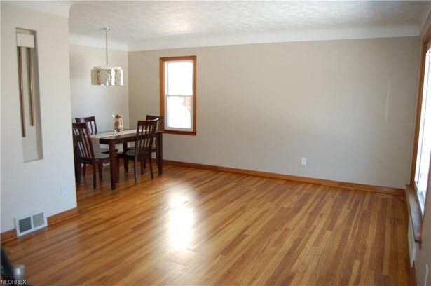 6300 Dunham Rd, Maple Heights, OH - USA (photo 3)