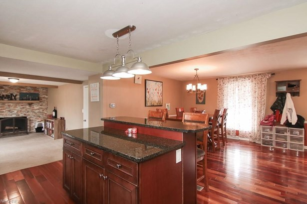6234 Brighton Dr, North Olmsted, OH - USA (photo 3)