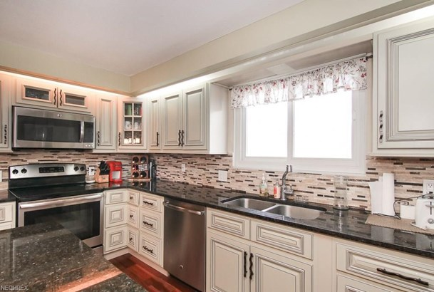 6234 Brighton Dr, North Olmsted, OH - USA (photo 5)