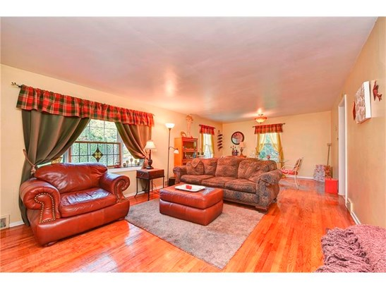 279 Constitution Dr, Pleasant Hills, PA - USA (photo 3)
