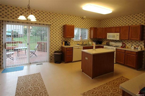 29316 Morningview, Farmington Hills, MI - USA (photo 5)