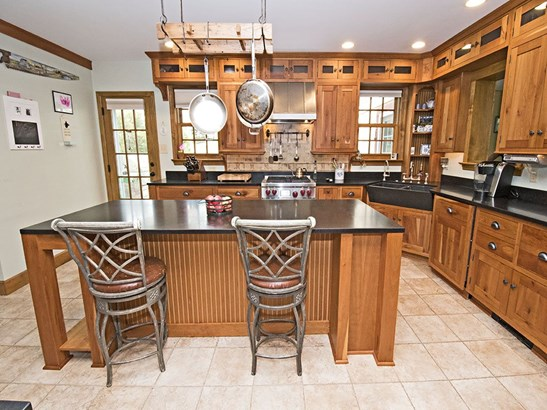 Country kitchen with top of the line appliances, double farm sinks, inviting morning room (photo 2)