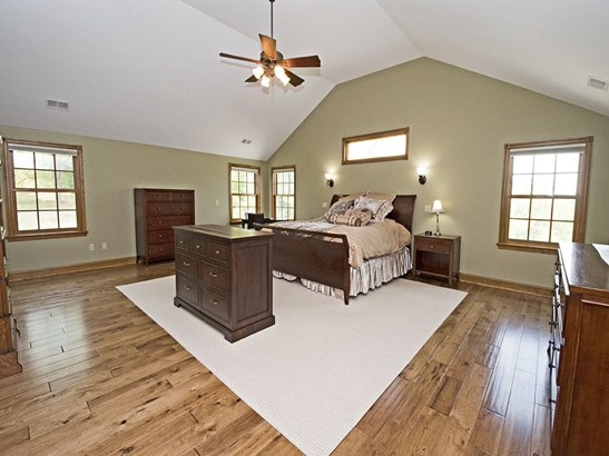King sized master suite with vaulted ceiling, huge walk in closet and gorgeous bath (photo 3)