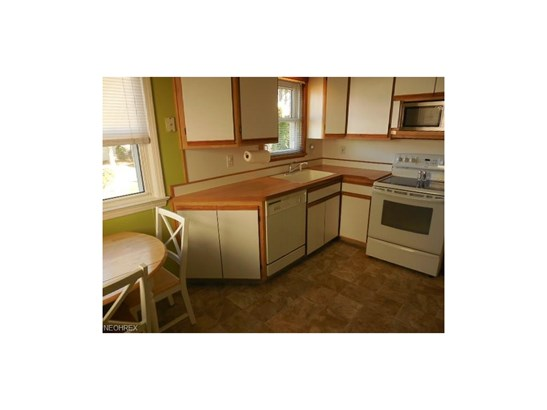 1617 Fruitland Ave, Mayfield Heights, OH - USA (photo 3)