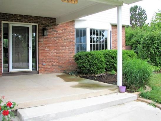 2277 Hills Wood Drive, Grove City, OH - USA (photo 4)