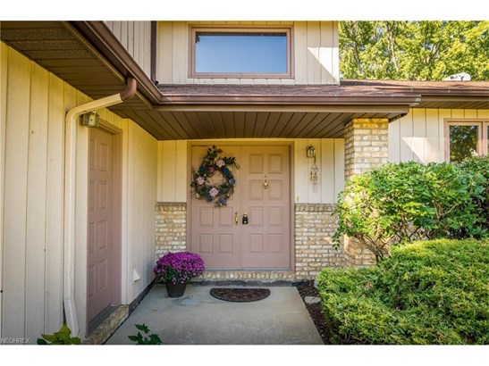 6501 Woodhawk Dr, Mayfield Heights, OH - USA (photo 4)
