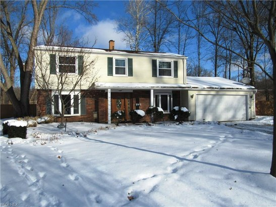 9046 Pin Oak Dr, Olmsted Falls, OH - USA (photo 1)