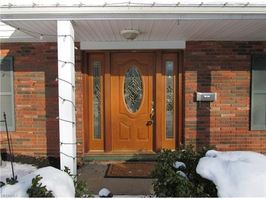 9046 Pin Oak Dr, Olmsted Falls, OH - USA (photo 2)