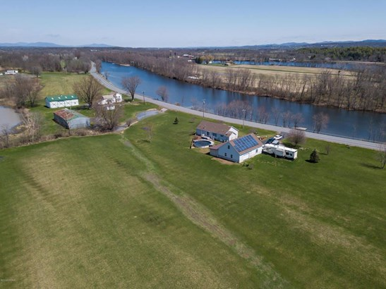 1301 W West River Road, Fortsville, NY - USA (photo 1)