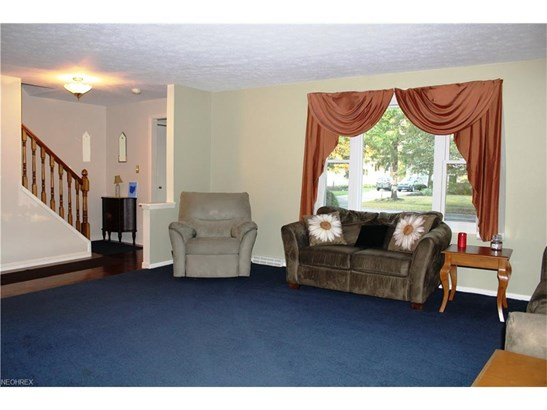 4456 Camellia Ln, North Olmsted, OH - USA (photo 2)