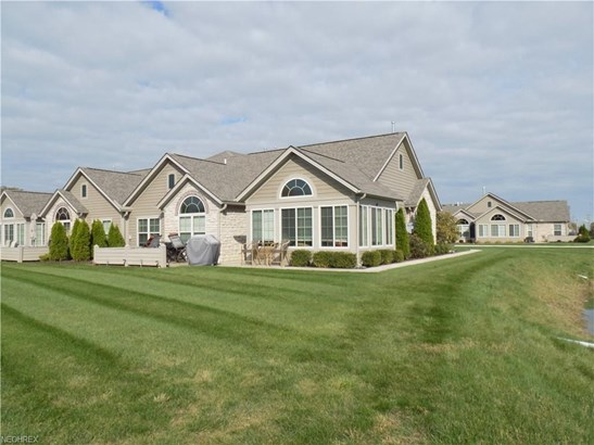 410 Quarry Lakes Dr, Amherst, OH - USA (photo 1)