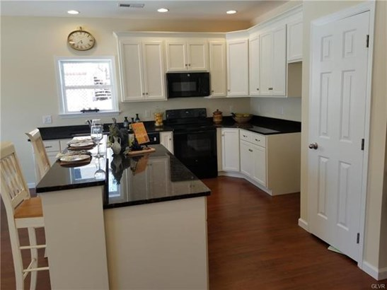 8307 Willow Run Road, Fogelsville, PA - USA (photo 4)