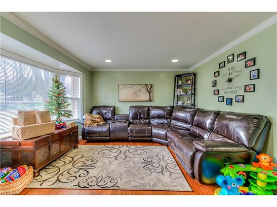 4875 Ivanhoe Ave, Sheffield Lake, OH - USA (photo 3)