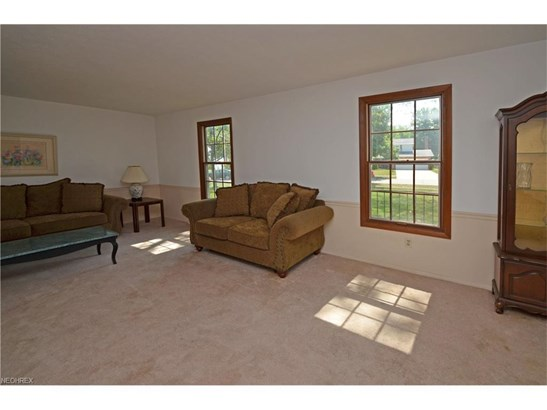 27346 Edgepark Dr, North Olmsted, OH - USA (photo 3)